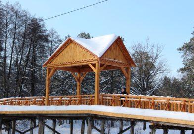 Завдяки громадському бюджету в Пуща-Водиці відновили історичний місток та почистили ставок