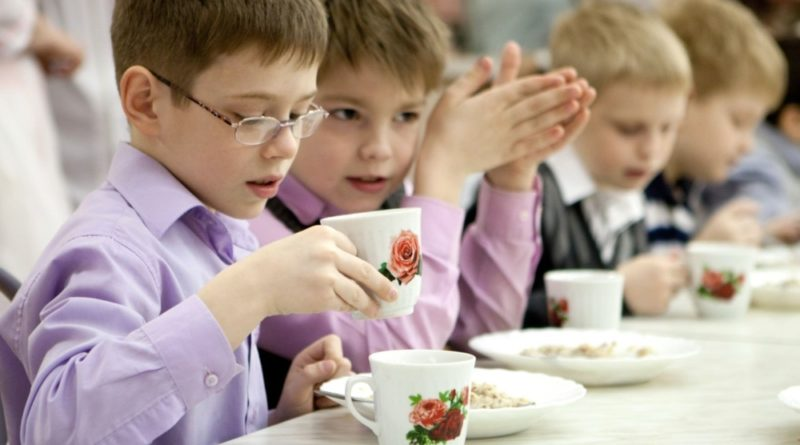 Мінекономрозвитку та АМКУ повідомили хто несе відповідальність за проблему з харчуванням в школах району